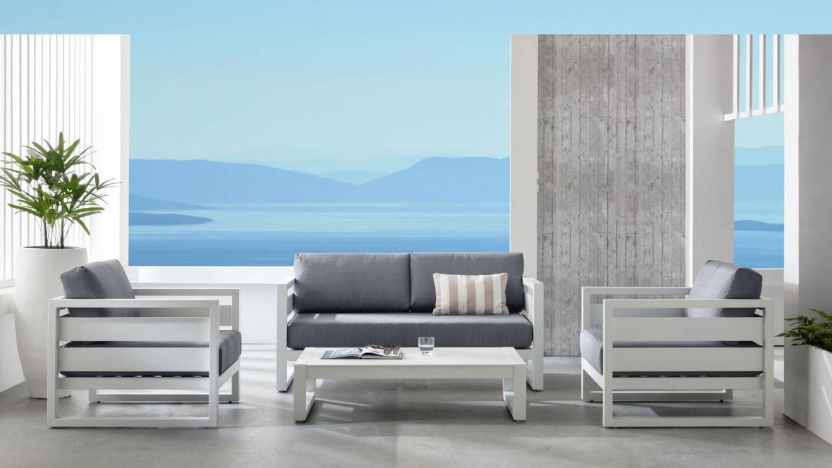 Retreat 4-Piece Outdoor Lounge