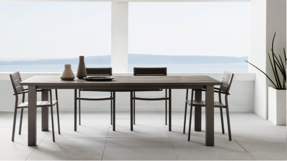 Arki Extension Dining Table