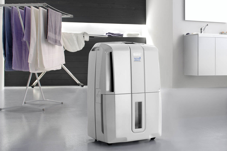The DeLonghi AriaDry drying clothes indoors